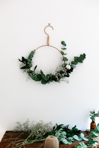 modern-christmas-hanger-wreath